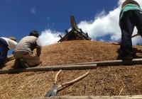 """かやぶき屋根と火のある暮らし つなぎたい、""""縄文""""の思いをエコな未来へ!"""
