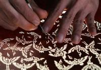 """減少する型紙需要、芸術的な日本の美""""型紙文化""""を残すため新分野へ挑戦"""